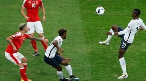 paul-pogba-s-est-illustre-au-cours-de-la-premiere-mi-temps-du-match-entre-la-france-et-la-suisse-ce-dimanche-a-lille_5618859-300x167 dans Football